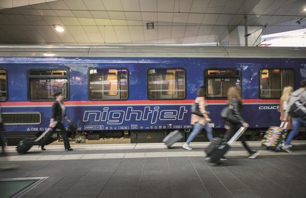 Noční vlaky na prahu renesance