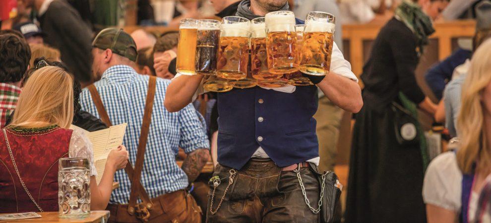 Oktoberfest ve stínu datlovníků